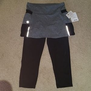 Athleta- Be free 2 in 1 capris size small